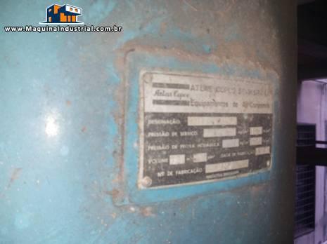 Compressor com tanque de pressão