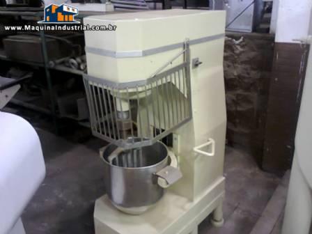 Batedeira planetária industrial com capacidade para 20 litros