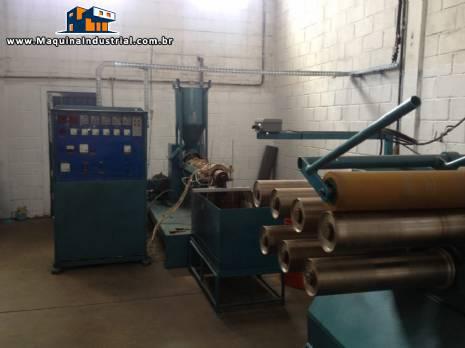 Sistema de fechamento de embalagens, linha de fabricação de cinta de arquear